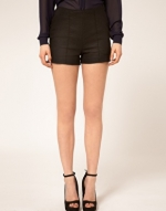 Black shorts like Hannas at Asos