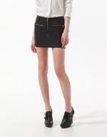 Hanna's black skirt with zips at Zara