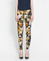 Floral print trousers at Zara
