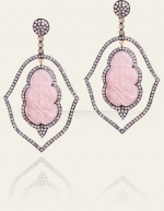 Serenas pink earrings on Gossip Girl at Danielle Queller
