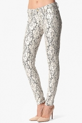 Skinny jeans in lace orchid at 7 For All Mankind