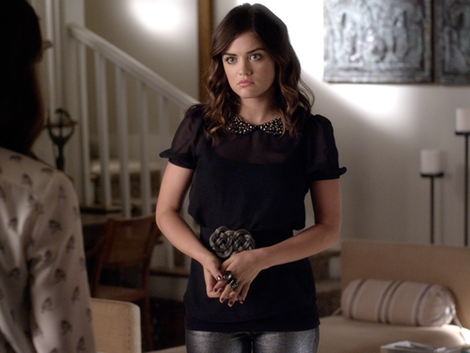Aria's embellished peter pan collar top on PLL